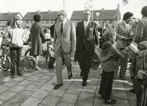 RO_DWARSWEG_40 Opening van de sporthal De Merel: aankomst van Mr. M. Vrolijk met burgemeester jhr. M. Alberda van ...