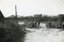 RO_KORTEWEG_05 Het aanleggen van de duiker in de Korteweg, nabij de Vleerdamsedijk; ca. 1957