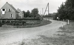 RO_KORTEWEG_09 Korteweg, ter hoogte van de S-bocht in de weg in de richting de Langeweg; 1960