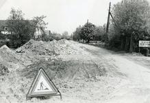 RO_KORTEWEG_14 Westelijk deel van de Korteweg. De sloot is gedempt voor verbreding van de weg en aanleg voetpad; 1955