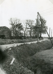 RO_KORTEWEG_19 Aansluiting van de Korteweg op de Vleerdamsedijk, links de schuur van de boerderij van Fam. Nieuwland. ...