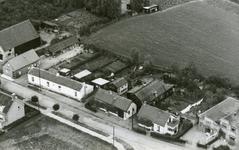 RO_MIDDELDIJK_06 Luchtfoto van de Middeldijk met links het armenhuis en rechts het Ned. Evangelisatie gebouw; 1950