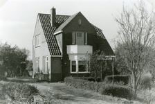 RO_MIDDELDIJK_22 Tuinderswoning van familie Abr. Smoor, die afgebroken is voor de aanleg van plan Mercurius-zuid; April 1975