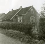 RO_MIDDELWEG_08 Oude woning langs de Middelweg, gesloopt in 1974 (Voorzijde); 1974
