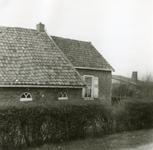 RO_MIDDELWEG_10 Oude woning langs de Middelweg, gesloopt in 1974 (voorzijde); 1974