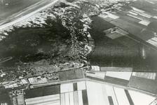 RO_QUACKJESWATER_06 Luchtfoto van het Quackjeswater (links) en het Rondeweibos (rechts). Op de voorgrond de Duindijk; 1938