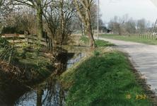 RO_RIETDIJK_04 Rietdijk in oude staat voor de verbreding, de afrastering is reeds verplaatst naar rechts. Links de ...