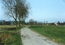 RO_RIETDIJK_05 Rietdijk in oude staat voor de verbreding, de afrastering is reeds verplaatst naar rechts. In het midden ...