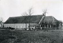 RO_STRYPSEDIJK_01 De boerderij Kloosterstee van de familie van Rij; ca. 1900