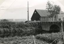 SP_BREEKADE_001 De Vierde Heulbrug ter hoogte van de Breekade en de Zinkseweg. Op de voorgrond de Vierambachtenboezem, ...