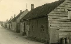SP_BREEWEG_003 Kijkje op de oostelijke zijde van de Breeweg, het huis rechts werd vroeger bewoond door Siem van Pelt; ...