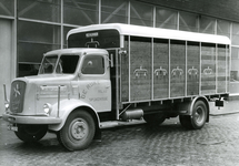 SP_BREEWEG_009 Vrachtwagen voor veevervoer van Cees de Rijke; 1950