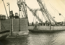 SP_BRUGGEN_BOTLEKBRUG_005 De aanleg van de Botlekbrug; 1955