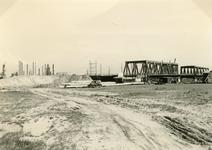 SP_BRUGGEN_BOTLEKBRUG_006 De aanleg van de Botlekbrug; 1955