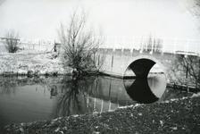 SP_BRUGGEN_DERDEHEULBRUG_003 Spijkenisse; De Derde Heulbrug over de boezem, ter hoogte van de Kerkstraat, 1962