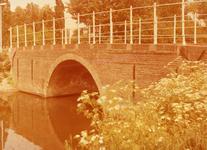 SP_BRUGGEN_DERDEHEULBRUG_006 Spijkenisse; De Derde Heulbrug over de boezem, ter hoogte van de Kerkstraat, 1988
