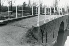 SP_BRUGGEN_DERDEHEULBRUG_007 Spijkenisse; De Derde Heulbrug over de boezem, ter hoogte van de Kerkstraat, ca. 1980