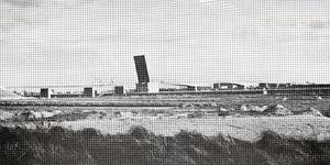 SP_BRUGGEN_HARTELBRUG_001 Spijkenisse; Overzichtfoto van de Hartelbrug in aanbouw, met openstaand brugdeel, 31 oktober 1968