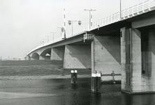 SP_BRUGGEN_HARTELBRUG_003 Spijkenisse; De Hartelbrug, november 1977