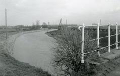 SP_BRUGGEN_VIERDEHEULBRUG_003 Spijkenisse; De Vierde Heulbrug over de boezem, ter hoogte van de Mallendijk, 1973