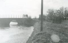 SP_BRUGGEN_VIERDEHEULBRUG_004 Spijkenisse; De Vierde Heulbrug over de boezem, ter hoogte van de Mallendijk, 1973