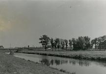 SP_BRUGGEN_VIERDEHEULBRUG_005 Spijkenisse; De Vierde Heulbrug over de boezem, ter hoogte van de Mallendijk, September 1971