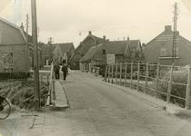 SP_EERSTEHEULBRUGSTRAAT_011 Spijkenisse; Eerste Heulbrugstraat in de richting van de Voorstraat, 1953