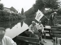 SP_FLUISTERBOOT_002 Spijkenisse; De fluisterboot Vertrekt voor een tocht over de Vierambachtboezem, 12 september 2000