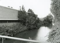 SP_FLUISTERBOOT_004 Achterzijde van de loods van Spijkstaal langs de Vierambachtenboezem; 12 september 2000