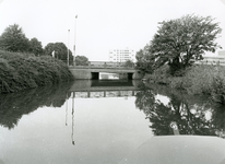 SP_FLUISTERBOOT_008 De fluisterboot nadert de brug van de Hekelingseweg; 12 september 2000