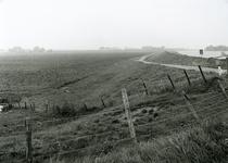 SP_KERKHOFDIJK_001 Spijkenisse; Zicht op de Wolvenpolder, op de achtergrond de waterzuivering op de Berenplaat, 12 ...