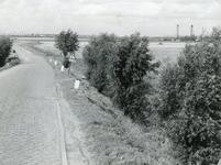 SP_PLAATWEG_002 Gezicht vanaf het kruispunt Groene Kruisweg en de Plaatweg. Op de achtergrond is de Botlekbrug en ...