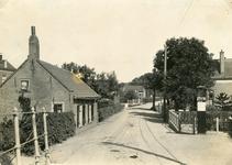 SP_STATIONSSTRAAT_003 De Voorweg, later Stationsstraat, gezien vanaf de Eerste Heulbrugstraat. Duidelijk is te zien het ...