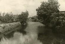 SP_VIERAMBACHTENBOEZEM_004 Spijkenisse; De Vierambachtenboezem met rechts Spijkstaal, 1953
