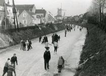 SP_VIERAMBACHTENBOEZEM_021 Spijkenisse; IJspret op de Vierambachtenboezem, 27 december 1962