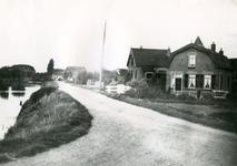 SP_VIERAMBACHTENKADE_002 Spijkenisse; Gezicht op de Vierambachtenboezem en huizen langs de Vierambachtenkade, 1933