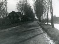 SP_VIERAMBACHTENKADE_004 Spijkenisse; Gezicht op de Vierambachtenboezem en huizen langs de Vierambachtenkade. Links van ...