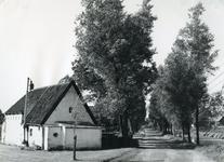 SP_VIERAMBACHTENKADE_005 Gezicht op de Vierambachtenboezem en het huis van Barend Smitshuis langs de Vierambachtenkade; 1963