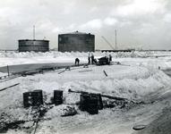 SP_WELPLAAT_030 De ESSO raffinaderij op de voormalige Welplaat is in aanbouw; Mei 1960