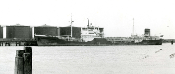 SP_WELPLAAT_031 De ESSO raffinaderij op de voormalige Welplaat is in aanbouw; Mei 1960