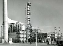 SP_WELPLAAT_040 De ESSO raffinaderij op de voormalige Welplaat is in aanbouw; Oktober 1959