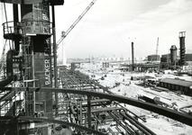 SP_WELPLAAT_041 De ESSO raffinaderij op de voormalige Welplaat is in aanbouw; Oktober 1959