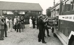 TI_Brandweer_002 Afscheid van de brandweer in Tinte, met links J. v/d Blom en burgemeester Bolwidt; 1985