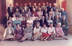 TI_PERSONEN_011 Bejaardensoos van Tinte. Met op de achterste rij: Iz.Stolk, D.Moerman, L.Schipper, M.A.van Buren, ...