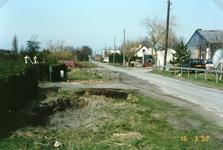TI_RIETDIJK_005 Rietdijk met links de gedempte sloot en recht de tuinderij de Riethof .; 1992
