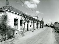 VP_ACHTERDIJK_001 Het voormalige gemeentehuis en postkantoor van Vierpolders; ca. 1950