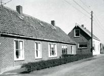 VP_ACHTERDIJK_009 De woningen Achterdijk 26, 28 en 30 die later zijn gesloopt. De laatste bewoners waren v.l.n.r. fam. ...