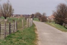 VP_OUDEDIJK_002 Oudedijk gezien vanuit zuidelijke richting bij de afslag naar het recreatiegebied langs het Spui. Op de ...