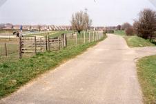 VP_OUDEDIJK_004 Oudedijk gezien vanuit zuidelijke richting bij de afslag naar het recreatiegebied langs het Spui. Op de ...