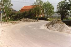 VP_OUDEDIJK_007 Oudedijk gezien vanuit zuidelijke richting met links op de kruising met de Middelweg de woning van ...